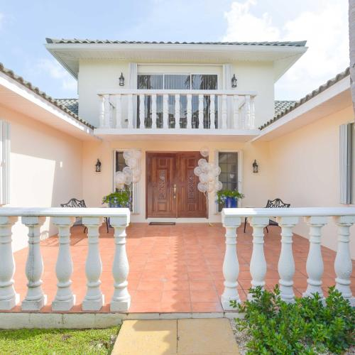 Addison Lee Cayman Villa