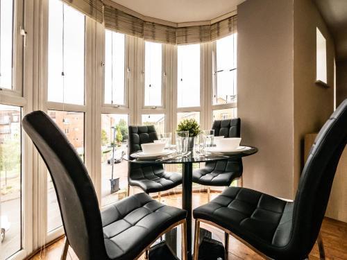 Royale Apartment - Blenheim Court, Kings Quarter (Maidenhead)