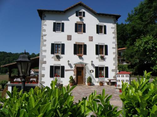 Booking.com: Hoteles en Urdax. ¡Reserva tu hotel ahora!