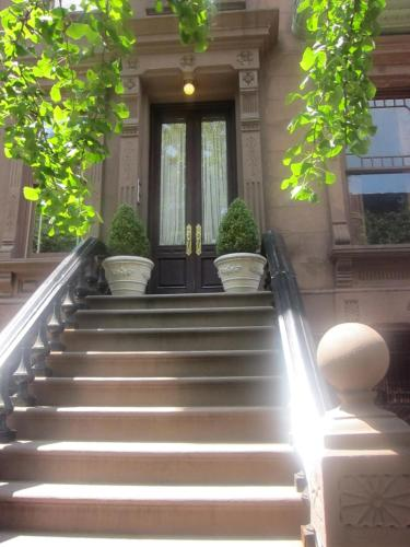 Harlem Jazz Getaway Mansion.