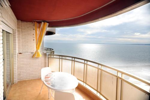 Los 10 mejores apartamentos de Santa Pola, España. Echa un vistazo a nuestra selección de apartamentos geniales en Santa Pola