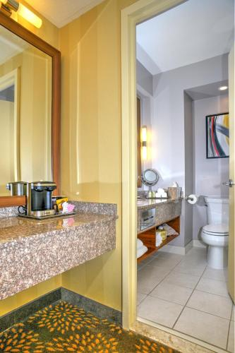 The 10 Best Hotels With Jacuzzi In London Canada Booking Com