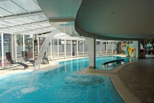 I 10 migliori hotel con piscina di milano marittima - Condominio con piscina milano ...