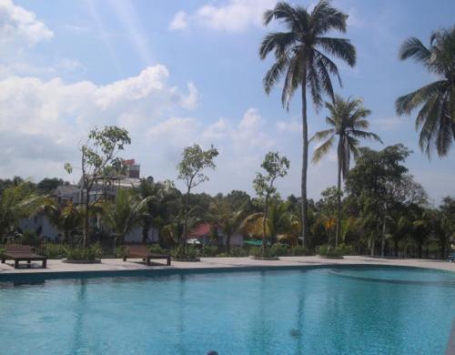 Emerald Resort Ong Lang Beach