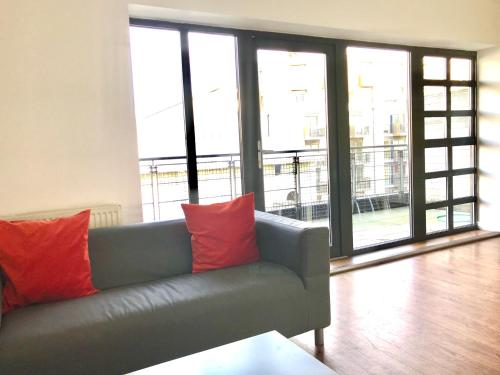 4-Bed Townhouse Opposite The Station