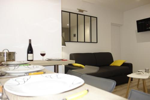Clermont-Ferrand-city-room