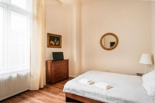 Spacious room - 4 minutes from Market !