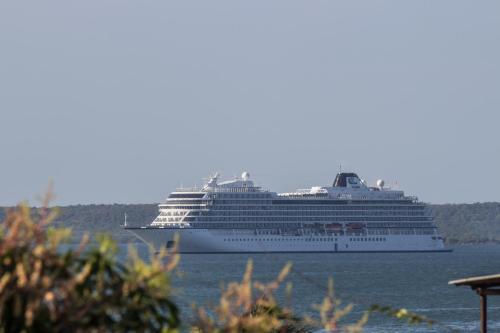 Malecón y 36: Sea views