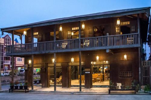 Hardwood Lodge