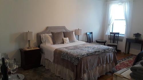 Best bedroom in uptown Manhattan, Inwood, New York.