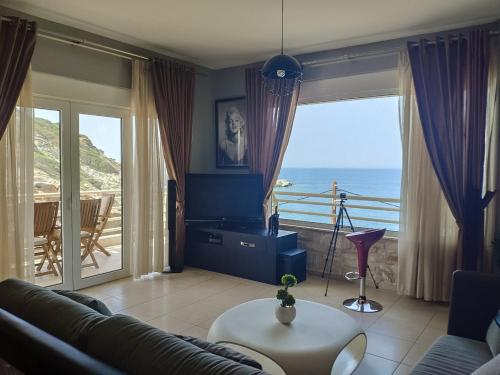 Luxury Seaside House in Mades Heraklion