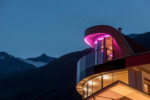 Josl Mountain Lounging Hotel