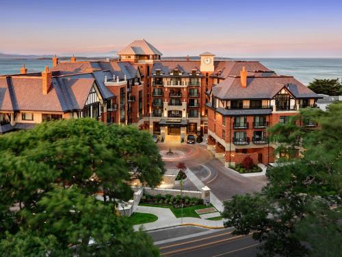 Oak Bay Beach Hotel