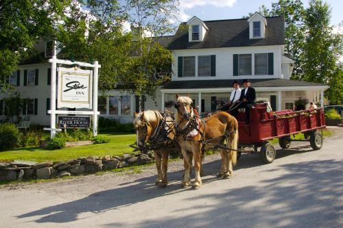 The Stowe Inn and Tavern