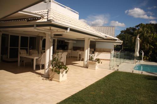 Noosa Habitat Resort B & B