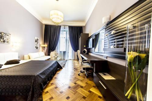 Matei Corvin Deluxe Apartment
