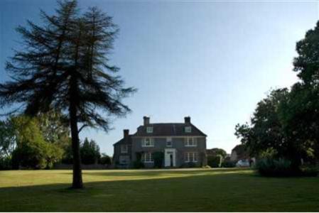 Holmbush House