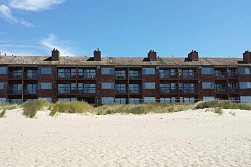 Cozy Cove Beachfront Resort Inn
