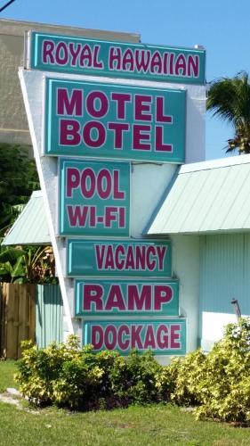 Royal Hawaiian Motel/Botel