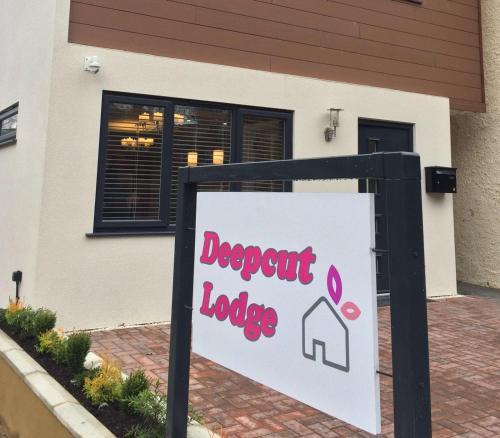 Deepcut Lodge Bed & Breakfast