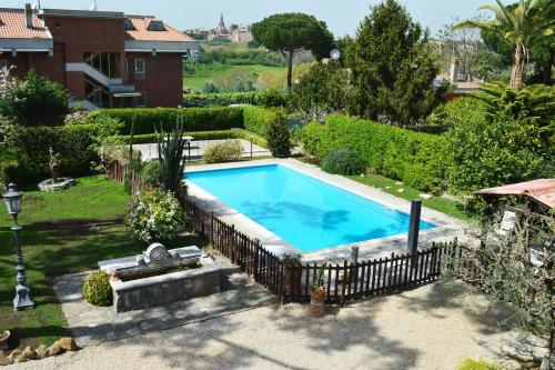 The 10 best hotels with pools in rome italy for Hotels in bologna italy with swimming pool