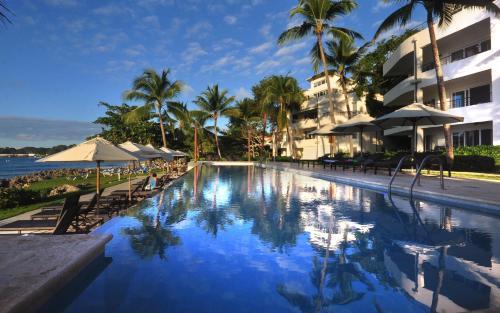 Infiniti Blu Luxury Ocean Front Condos