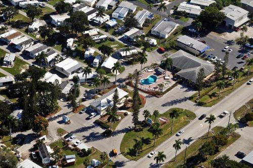 Fort Myers Beach Resort Two-Bedroom Park Model 4