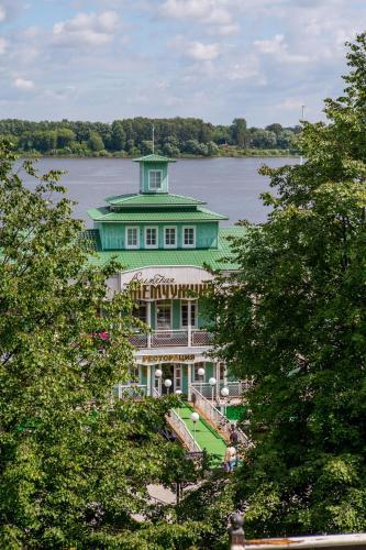 Hotel on the water Volzhskaya Zemchuzhina