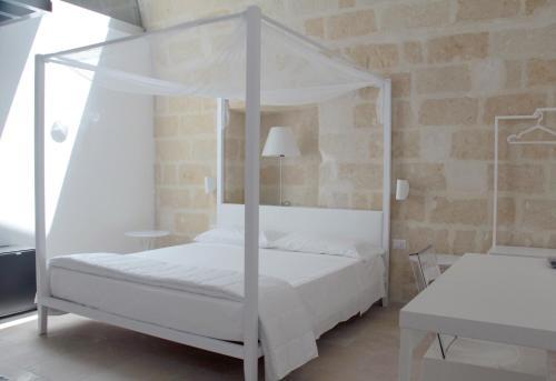 Lamia Room Rentals