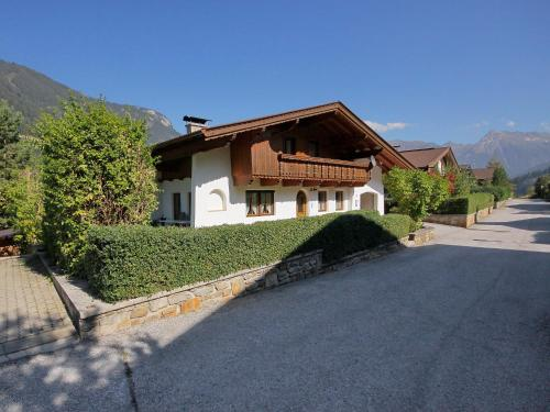 Holiday Home Tuxertal