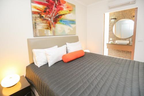 Indulge Apartments - Ontario