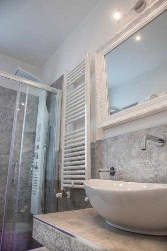 White Suite & Apartments