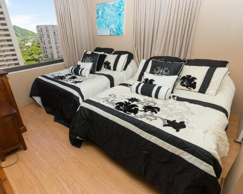 Waikiki Banyan Tower 1 Suite 1413