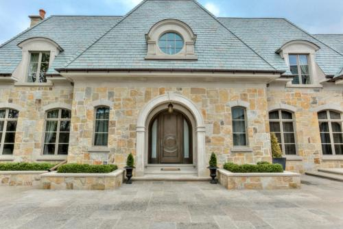 Luxury home In The Bridle Path