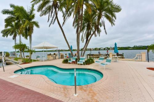 Palm Bay Club, Resort Community