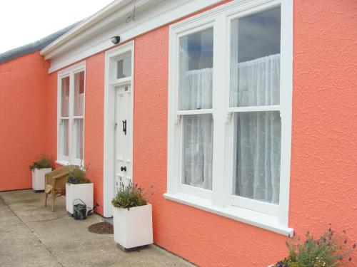 Oamaru Pink Cottage