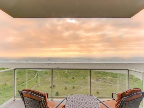 Sand & Sea: Gull's View (502)