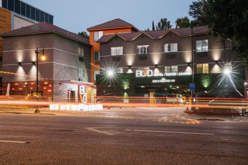 Blvd Hotel Suites