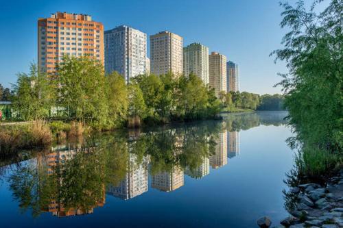 Luxury apartment on Park lakes