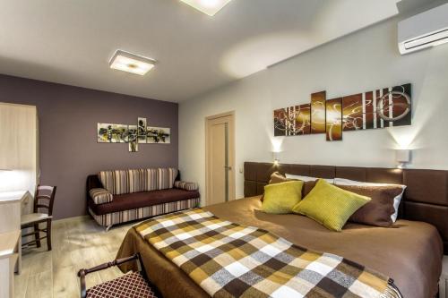 Apartments on Akademika Anokhina 5-3