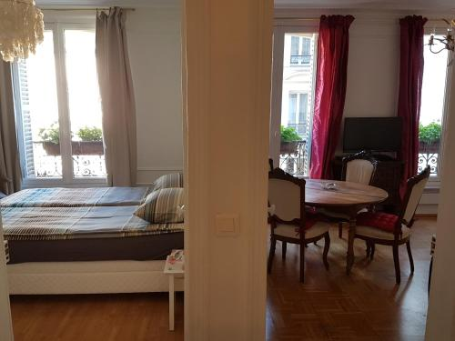 Moulin Rouge Suite - 3 Rooms
