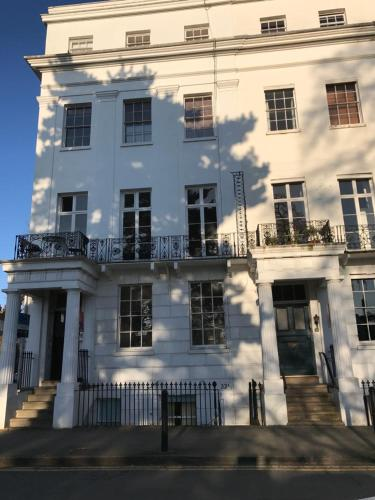 Leamington Spa Serviced Apartments - Clarendon Square
