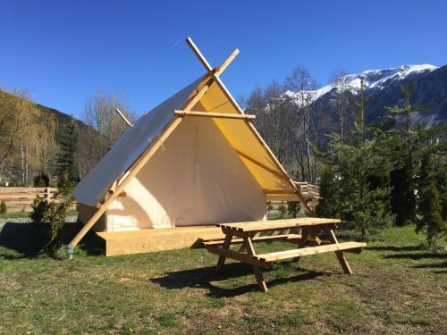 Camping-hôtel de plein air LE MONTANA