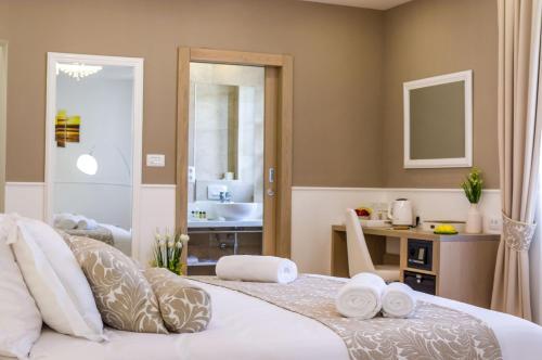 Peninsula Luxury Rooms