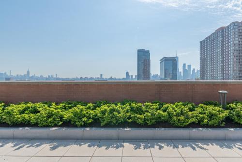 Skyline Luxury Home Suites on Washington Blvd