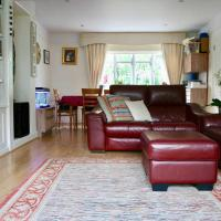 Cottage with a Garden in Golders Green