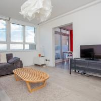 Central 2-Bed with Amazing Views!