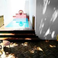 Frenteabastos Hostel & Suites