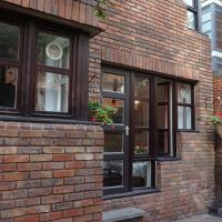 Large 1 Bedroom Apartment with Patio