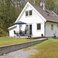 Four-Bedroom Holiday home Røyksund with a Fireplace 09